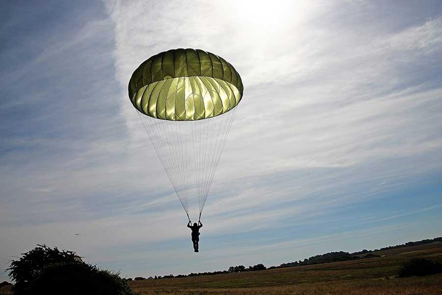 Появился первый в РФ гост на парашюты